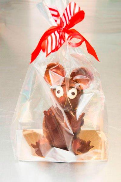 Mona ratón marrón